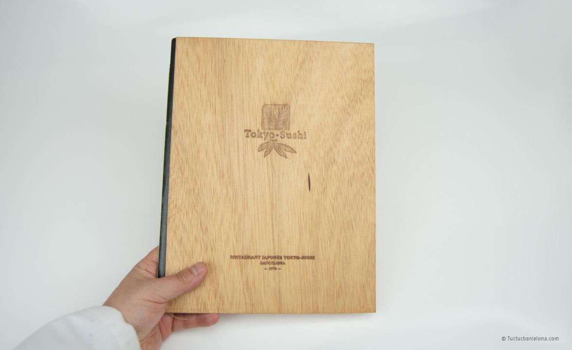Modelo carta de madera restaurante japon s tuc tuc barcelona for Restaurante madera