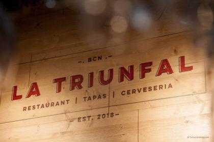 Diseño gráfico logotipo La Triunfal Restaurante Barcelona Tuctucbarcelona